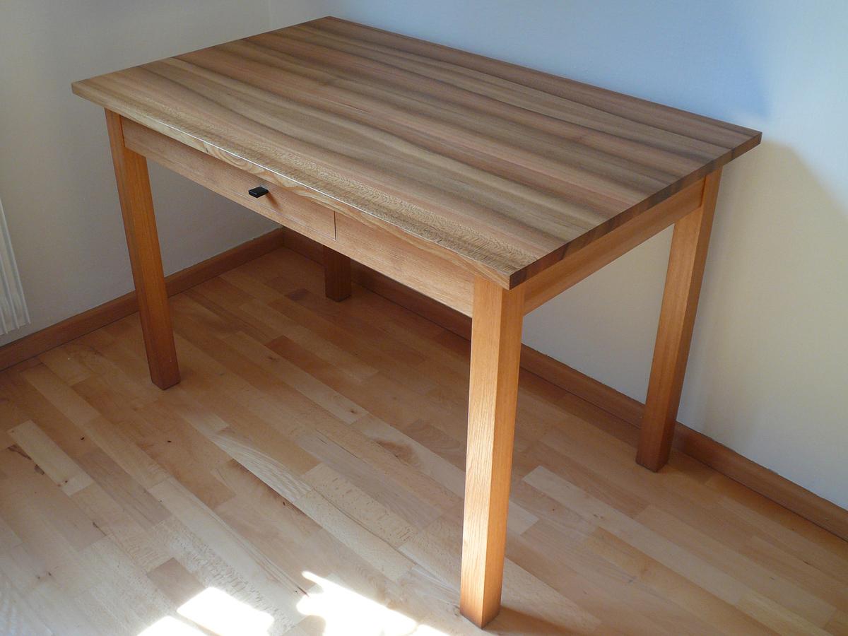 Tisch und stuhl ulme for Stuhl und tisch verleih